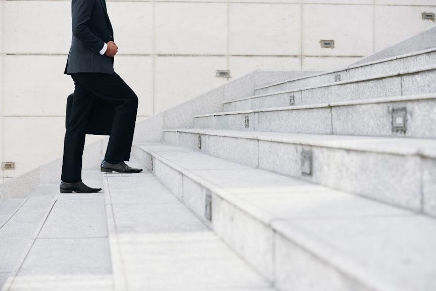 Executivos do zero: conheça a história de 4 bilionários
